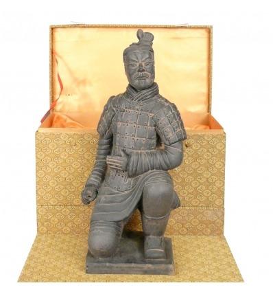 El arquero-soldado estatuilla de las estatuas de guerreros de terracota chinas Xian -