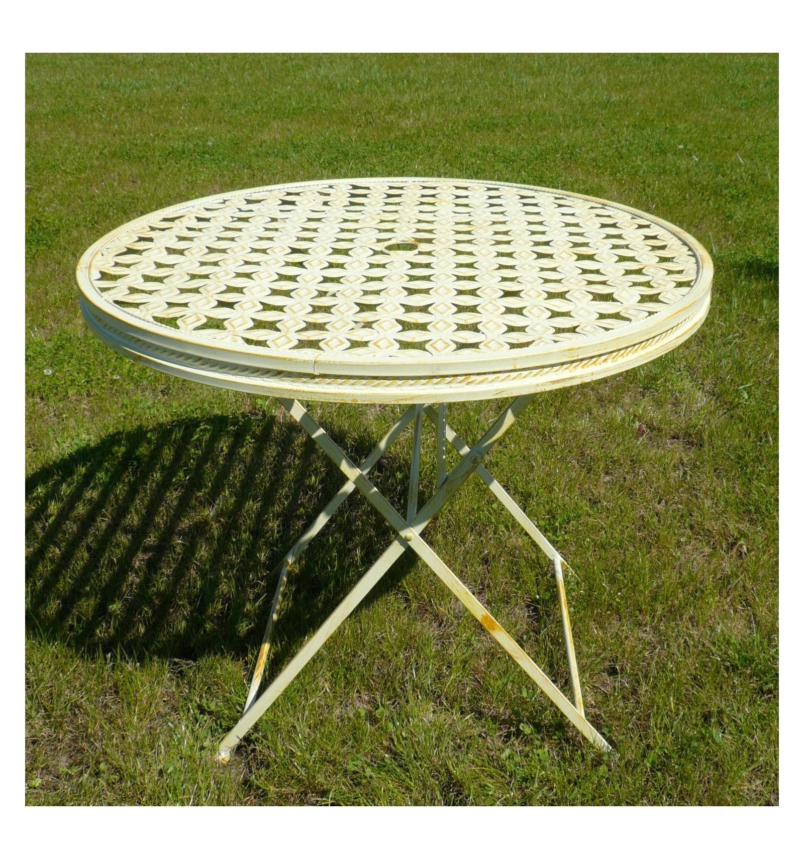 Salon de jardin en fer forg avec une table ronde et 4 chaises for Salon de jardin fer forge