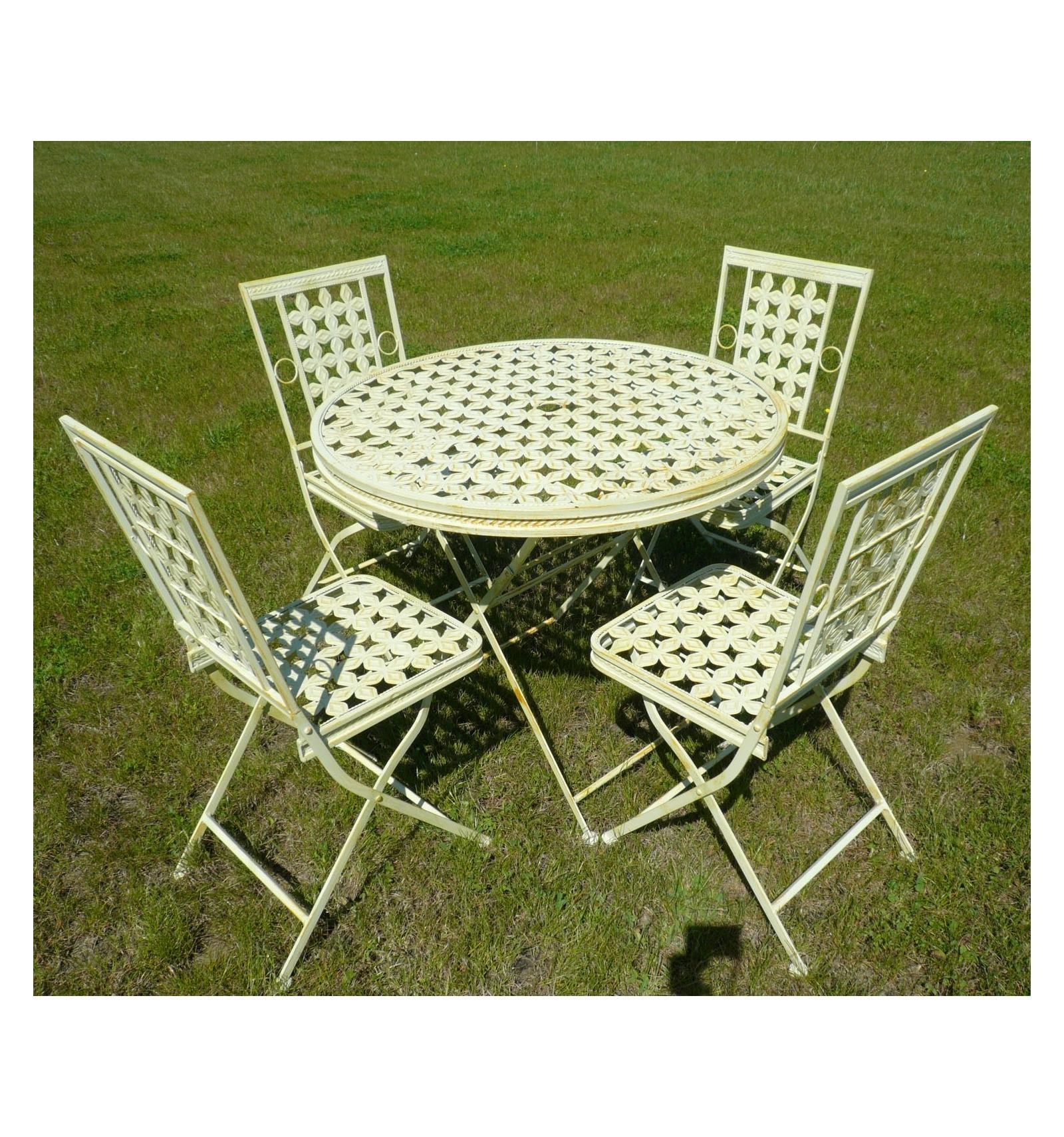 Salon de jardin en fer forgé avec une table ronde et 4 chaises