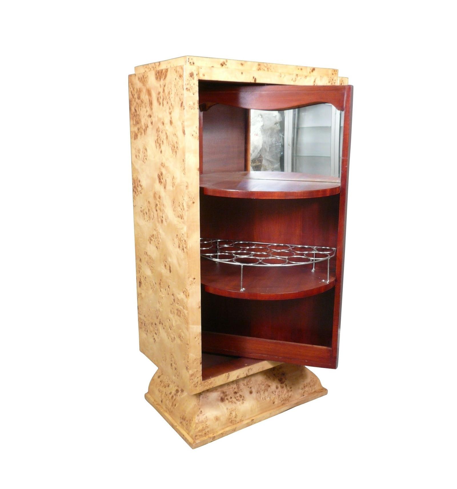bar art d co avec une porte pivotante meubles de style 1930. Black Bedroom Furniture Sets. Home Design Ideas