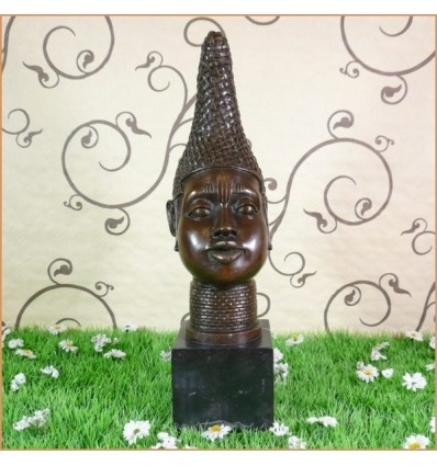 A női mell bronz szobra