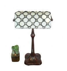 Lámpara de escritorio Tiffany con una vidriera blanca