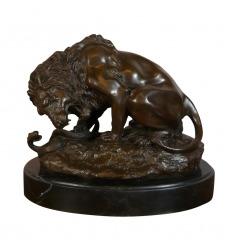 Lion au serpent - Statue bronze