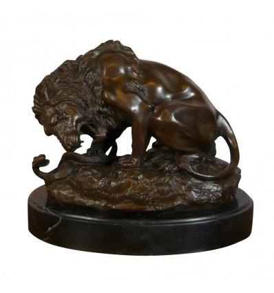 Il leone, il serpente - Statua in bronzo