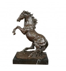 Sculpture en bronze cheval cabré sur socle marbre