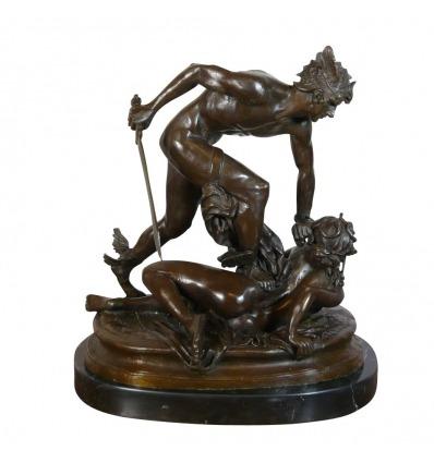 Perseo sosteniendo la cabeza de Medusa - estatua de bronce de escultores famosos -