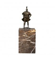Estatua de bronce de un centurión.