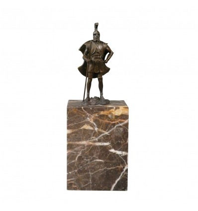 Estatua de bronce de un centurión - escultura de un soldado romano -