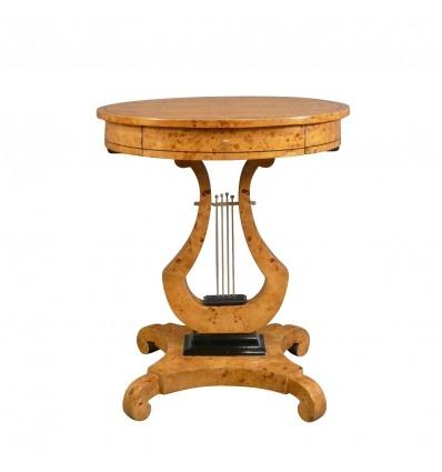 Tavolino in stile Carlo X in forma di un mandolino, un arredamento in stile