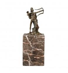A szobor bronz az íjász