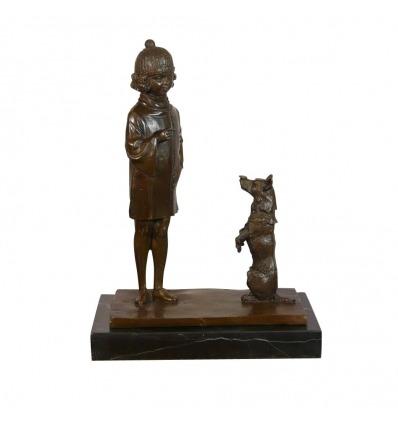 Statue en bronze d'une petite fille et son chien -