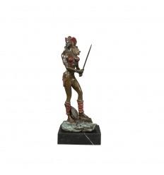 Estatua de bronce de una amazona