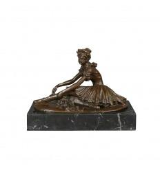 Statue en bronze d'une jeune danseuse blessée