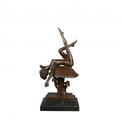 Estatua de bronce de una mujer desnuda - Alicia -
