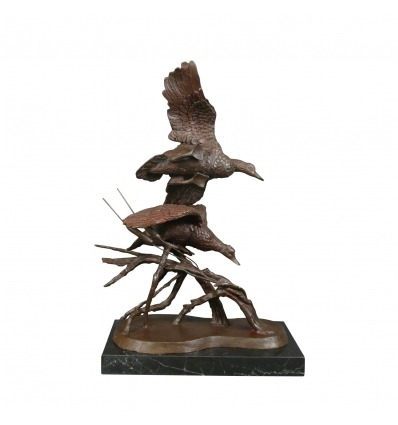 Памятник в бронзе утки - охота скульптура -