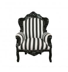 Sillón barroco con rayas blancas y negras.