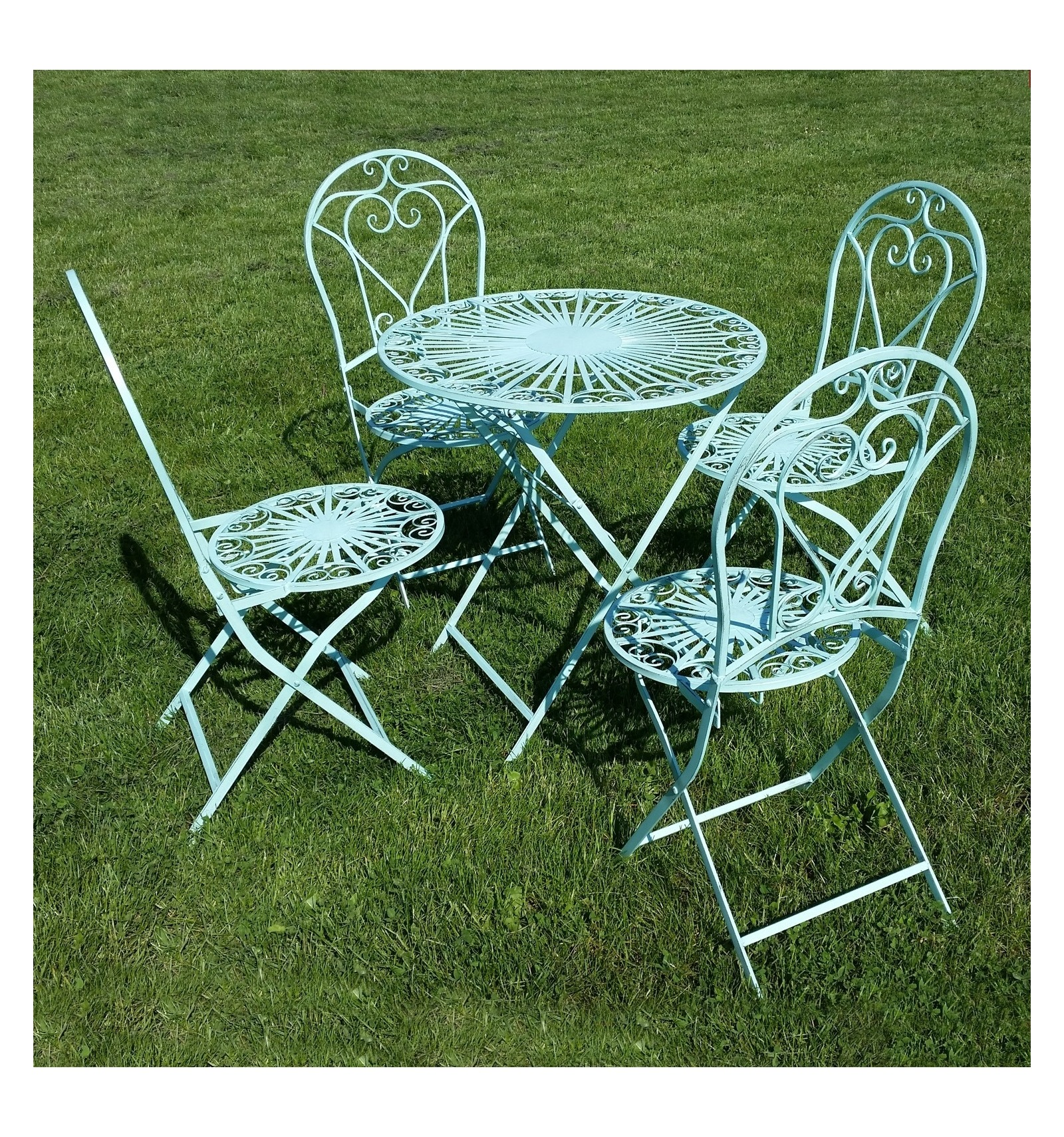 garden furniture in wrought iron a chair and a table. Black Bedroom Furniture Sets. Home Design Ideas