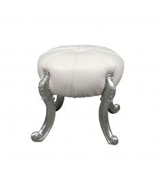 Puf blanco barroco y patas plateadas.