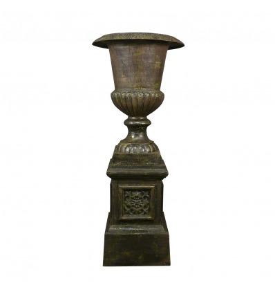 Vase Médicis en fonte de fer sur socle bronze vert de gris