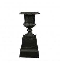 Vase Médicis en fonte sur socle - H: 85 cm
