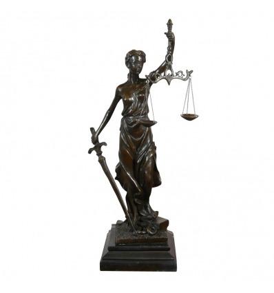 Staty i brons Themis gudinnan för rättvisa - mytologiska skulptur -
