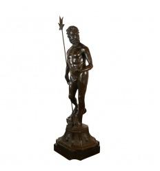 Estatua de bronce de Poseidón