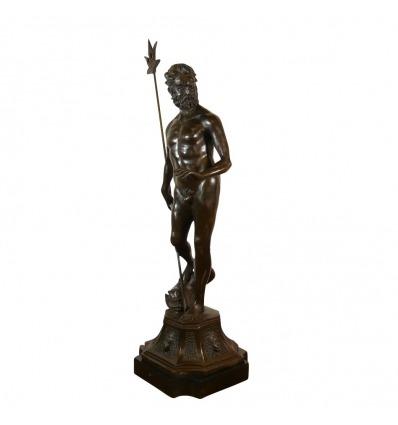 Statue en bronze de Poséidon avec son trident