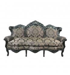Sofá barroco de tela negra satinada con flores.