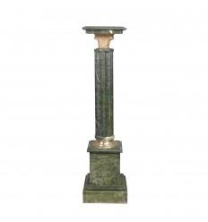 Colonne en marbre vert carrée