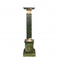 Columna de mármol verde estilo Napoleón III