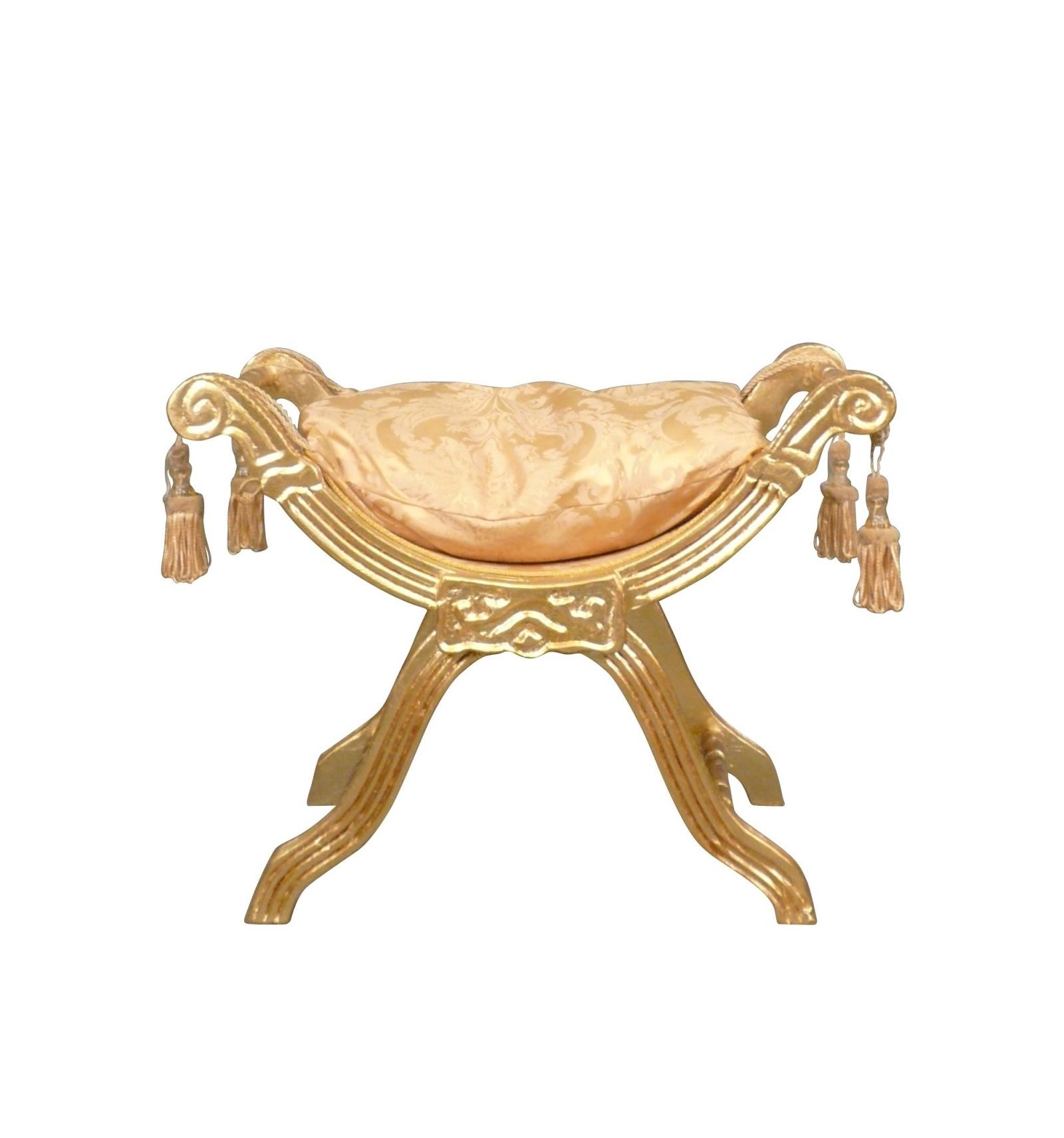 Banco barroco de la tela y madera dorada