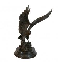 Statua di un'aquila reale in bronzo