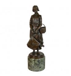 Statua in bronzo - donna al carrello