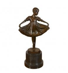 Statua in bronzo di un giovane ballerino