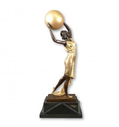 Socha v bronzové art deco - tanečník s míčem