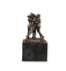 Estatua de bronce de las tres gracias.