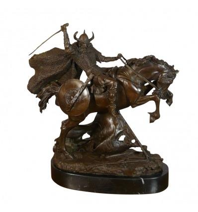 Pronssinen patsas viking soturi hevosellaan -