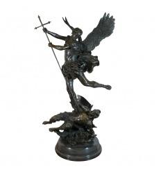 Sculpture en bronze St Michel Terrassant le dragon