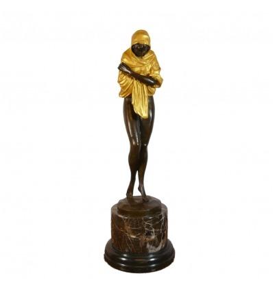Orientalista statua in bronzo di una donna