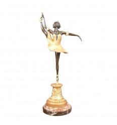 Statue en bronze d'une danseuse