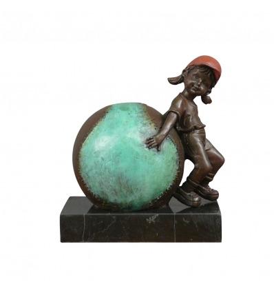 Sculpture en bronze - L'enfant et la balle de baseball