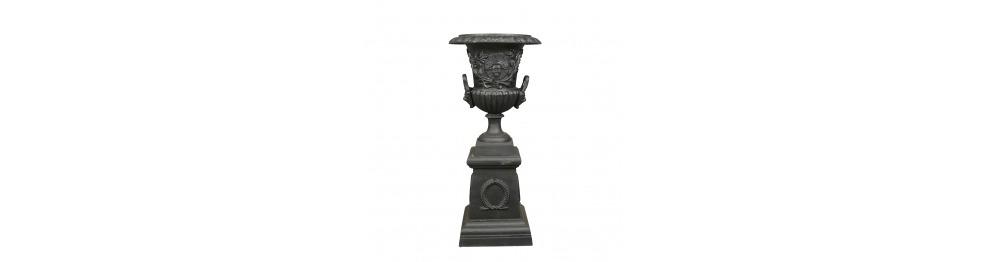 Medici Vase mit Gusseisenfuß