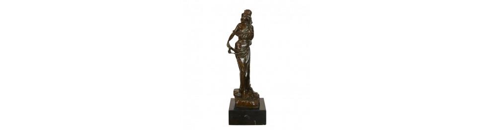 Bronzeskulpturen von Frauen