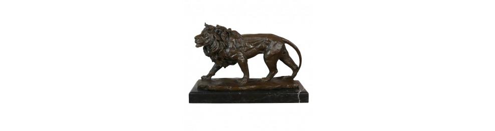 Bronzestatuen von Löwen