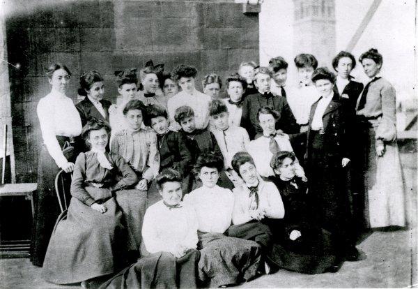 Tiffany Girls - Image de l'équipe féminine de Tiffany studios