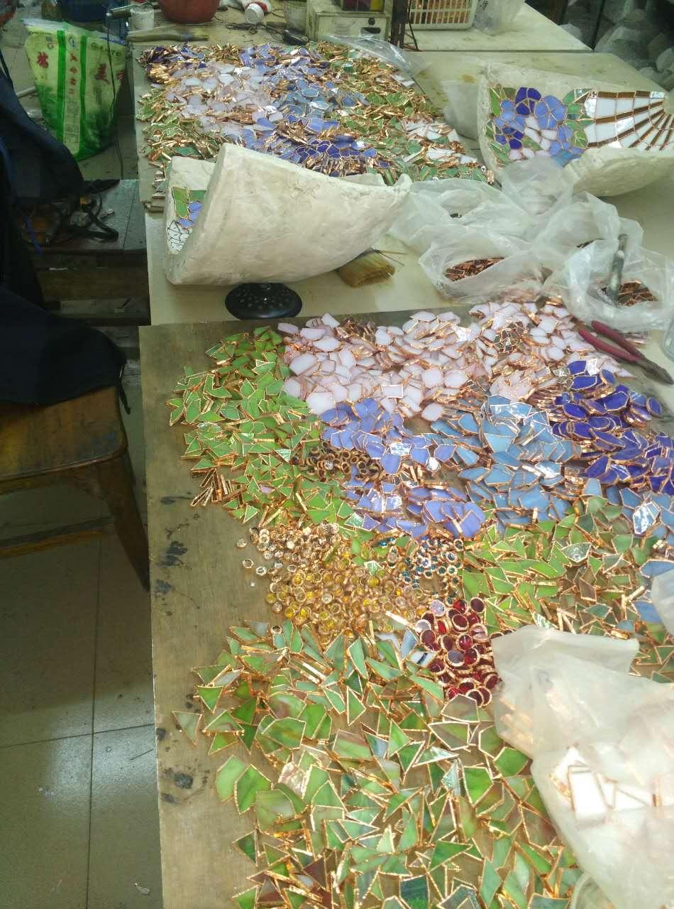 Plus de 100 morceaux de verre colorés - Abat-jour Tiffany