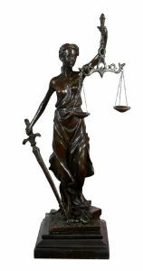 Sculpture de la déesse de la justice Thémis en bronze