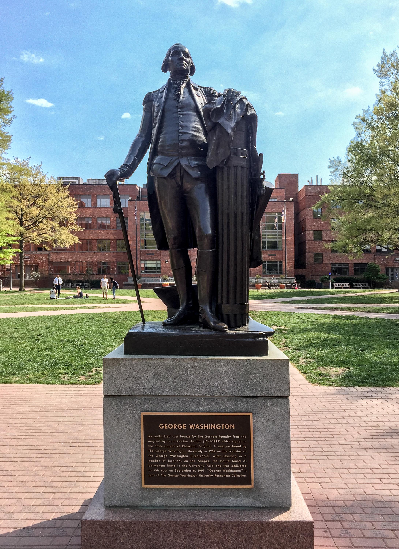 Sculpture de George Washington dans Université George-Washington par Jean Antoine Houdon