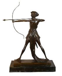 Sculpture d'une Diane chasseresse